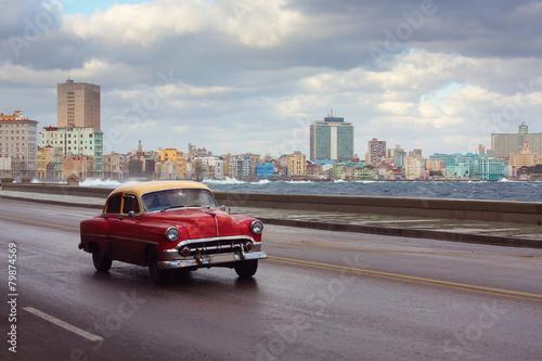 Obraz Classic old car on streets of Havana, Cuba - fototapety do salonu