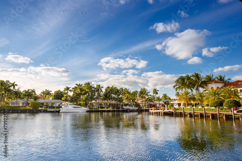 Carta da parati Expensive yacht and homes in Fort Lauderdale