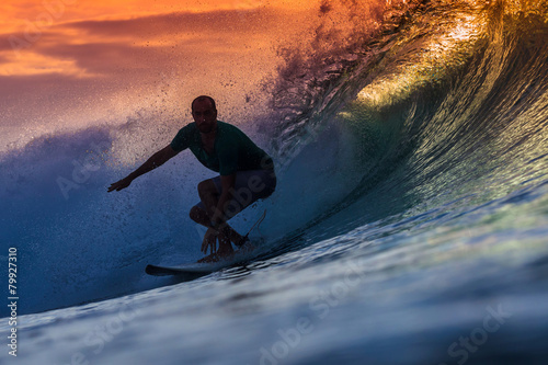Foto  Surfer on Amazing Wave