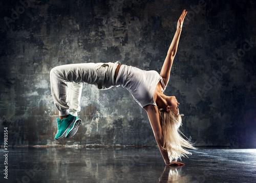 Fotomural Young woman dancer