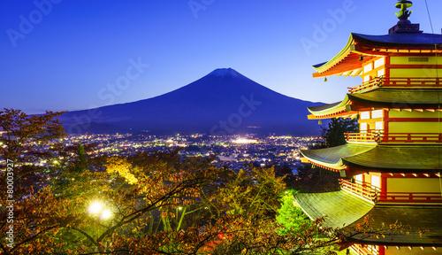 In de dag Beijing Mt. Fuji with Chureito Pagoda, Fujiyoshida, Japan
