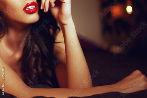sexy-woman-with-red-lips-on-bed-closeup