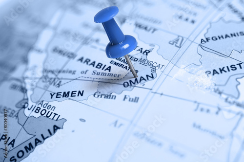 Poster Moyen-Orient Location Oman. Blue pin on the map.