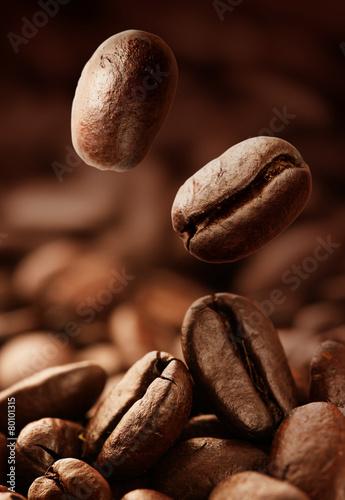 Fototapeta Spilled coffee beans obraz na płótnie