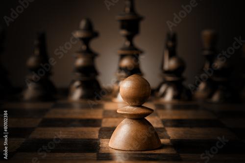 Obraz na plátně Chess. White pawn against all black.