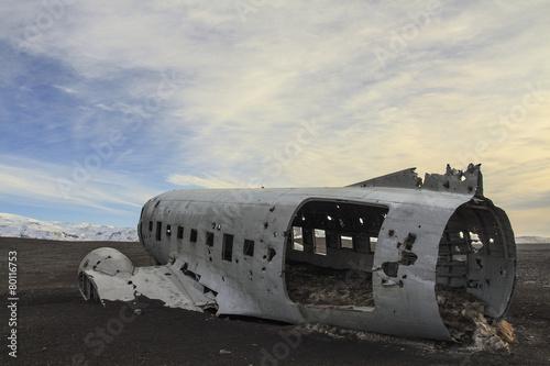 Wall Murals Arctic il relitto aereo precipitato a Sólheimasandur in Islanda