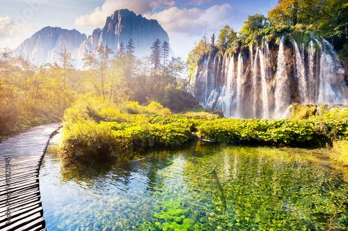 Obraz Wodospad z turkusową wodą - fototapety do salonu