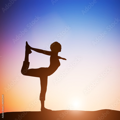 Woman in the dancer yoga pose meditating at sunset. Zen Billede på lærred