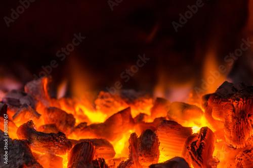 fototapeta na lodówkę Gorące węgle w ogniu