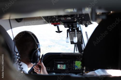 Fotografie, Obraz  Pilot im Cockpit