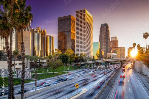 Staande foto Los Angeles Los Angeles downtown skyline sunset buildings highway