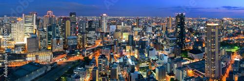 Fototapeta premium Nocny widok na dach Osaki