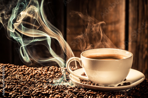 Photo sur Toile Salle de cafe Taste coffee cup with roasted seeds