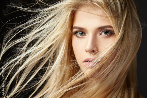Fotografie, Tablou  Portrait of blonde girl with fluttering hair