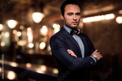 Fotografie, Obraz Sharp dressed dandy fashionista in elite night club