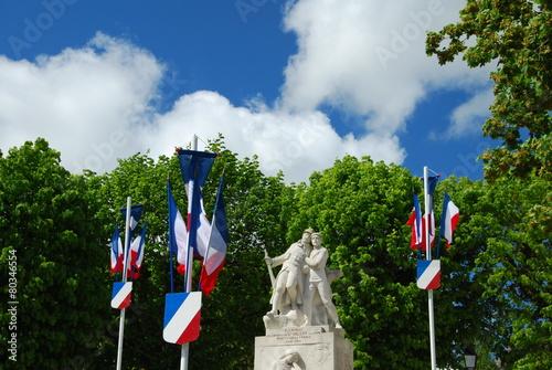 Photo  Monument aux héros de la patrie