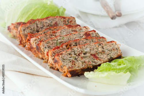 Photo  sliced turkey meatloaf