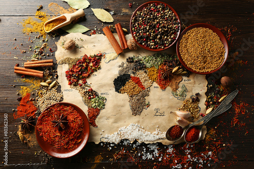 Cadres-photo bureau Herbe, epice Map of world made from different kinds of spices
