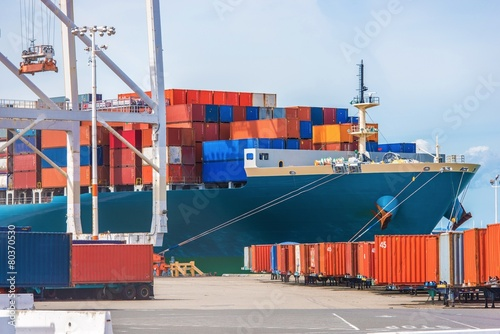 Fotografia  Cargo Ship Loading