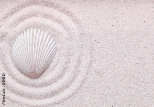 Juliste  Zen garden with  a sea shell  and wave pattern in the sand