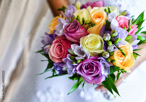 obraz lub plakat Bukiet ślubny z kolorowych róż