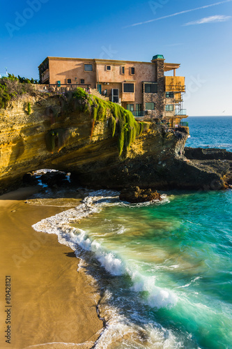 In de dag Australië View of a house on a cliff and a small cove at Table Rock Beach,