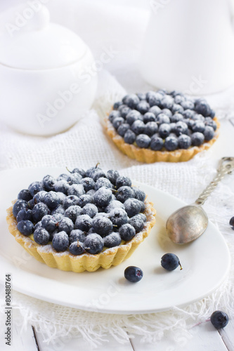 Stampe  tart with fresh bluebeeries and icing sugar