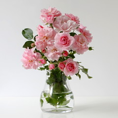 FototapetaBouquet of pink roses in a vase. Floral still life with roses.