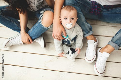 Carta da parati  Young hipster father, mother and baby boy on wooden floor