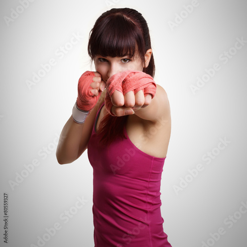 plakat Frau beim Boxtraining