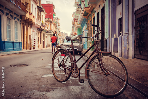 Staande foto Havana Old bicycle on the street, Havana, Cuba, 20 december 2014.
