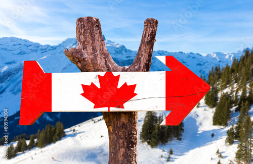 Spoed Foto op Canvas Canada Canada wooden sign with alps background