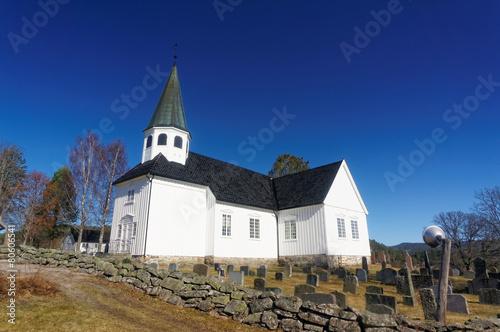 Staande foto Scandinavië Norwegian church and cemetry