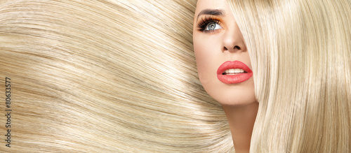 Foto op Plexiglas Kapsalon Portrait of the lady with straight and bushy coiffure