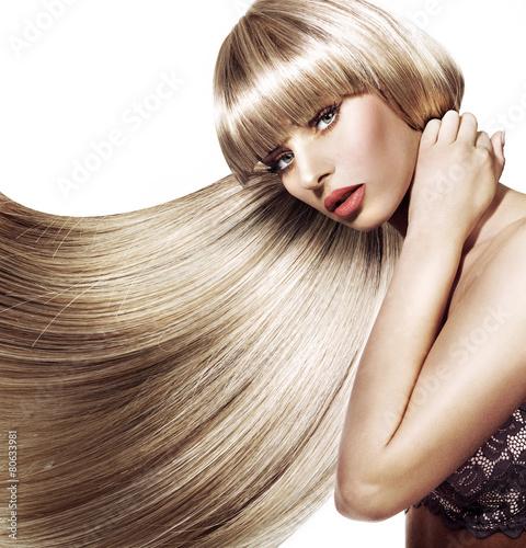 Fototapeta Piękna kobieta z modną fryzurą