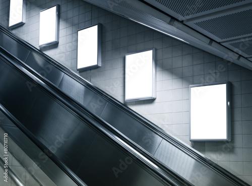 Fotomural Mockup Vertical Ad Poster sign display on Metro station