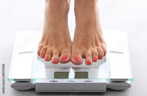 Fotografie, Obraz  woman feet on a bathroom scale