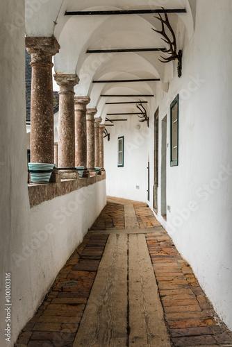 Tuinposter Oude verlaten gebouwen Corridor of Castle Orth in Austria