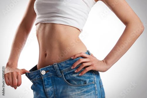 Fotografia  Woman showing her progress after weight loss