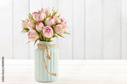 Fotografie, Obraz  Bouquet of pink roses in turquoise ceramic vase