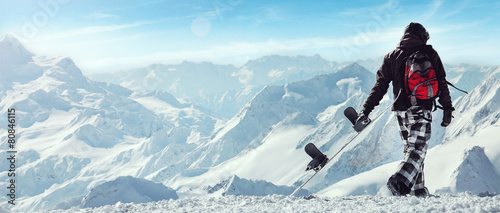 Tuinposter Wintersporten Snowboard freerider in the mountains