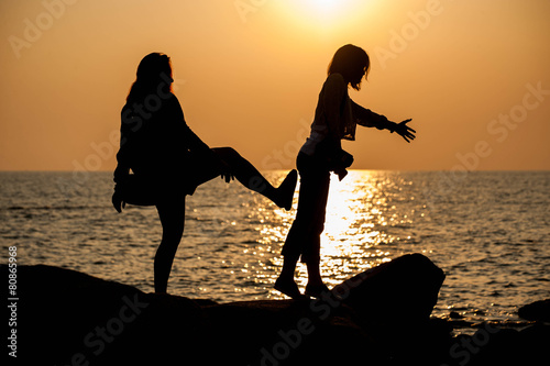 Photo  The woman kick her friend to the sea