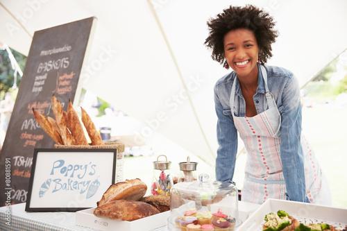 Fotografía Female Bakery Stall Holder At Farmers Fresh Food Market