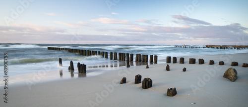 Falochrony nad morzem #80900758