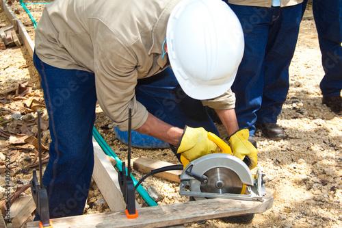 Fotografie, Obraz  Cortando madera