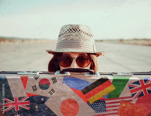 Plakat Hipster dziewczyna z walizką