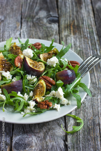 Photo  salad with arugula, figs, cheese and pecans