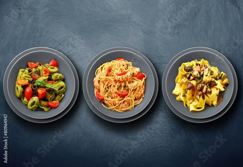 Staande foto Klaar gerecht tris di pasta italiana