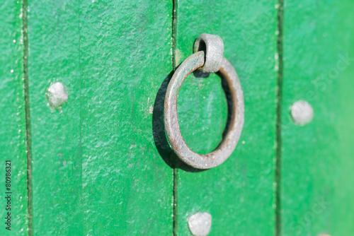 Fotografía  Tirador de una puerta antigua.