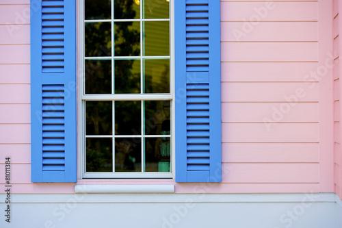 otwarte-niebieskie-okiennice